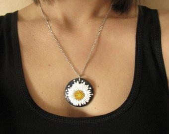 Daisy applique necklace, Polymer clay necklace, White flower pendant, Filigree daisy, Applique jewelry, Handmade, Gift for her