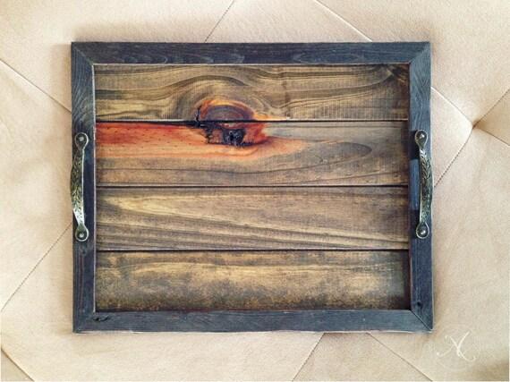 plateau de service en bois recycl poign e vintage. Black Bedroom Furniture Sets. Home Design Ideas