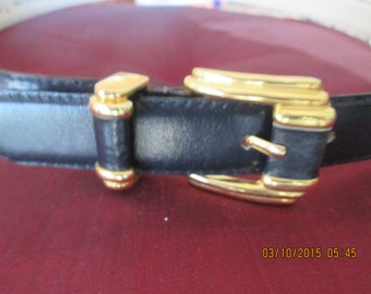 Worthington Classic vintage Navy Blue leather belt with gold buckle. Like new  Size L