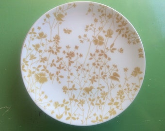 Golden Meadow Dinner Plates / Yellow Floral on White Background by Sheffield