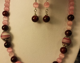 pink and maroon necklace set