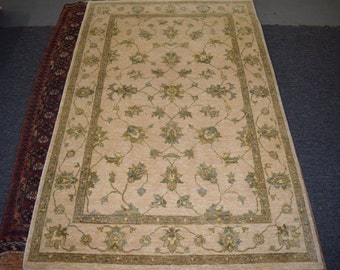 Nice Hand Knotted Floral rug