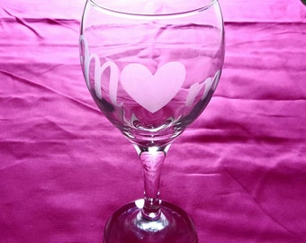 "Etched Wine glass ""MOM"""