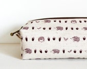 Long box pouch - hedgehog and acorns (natural)