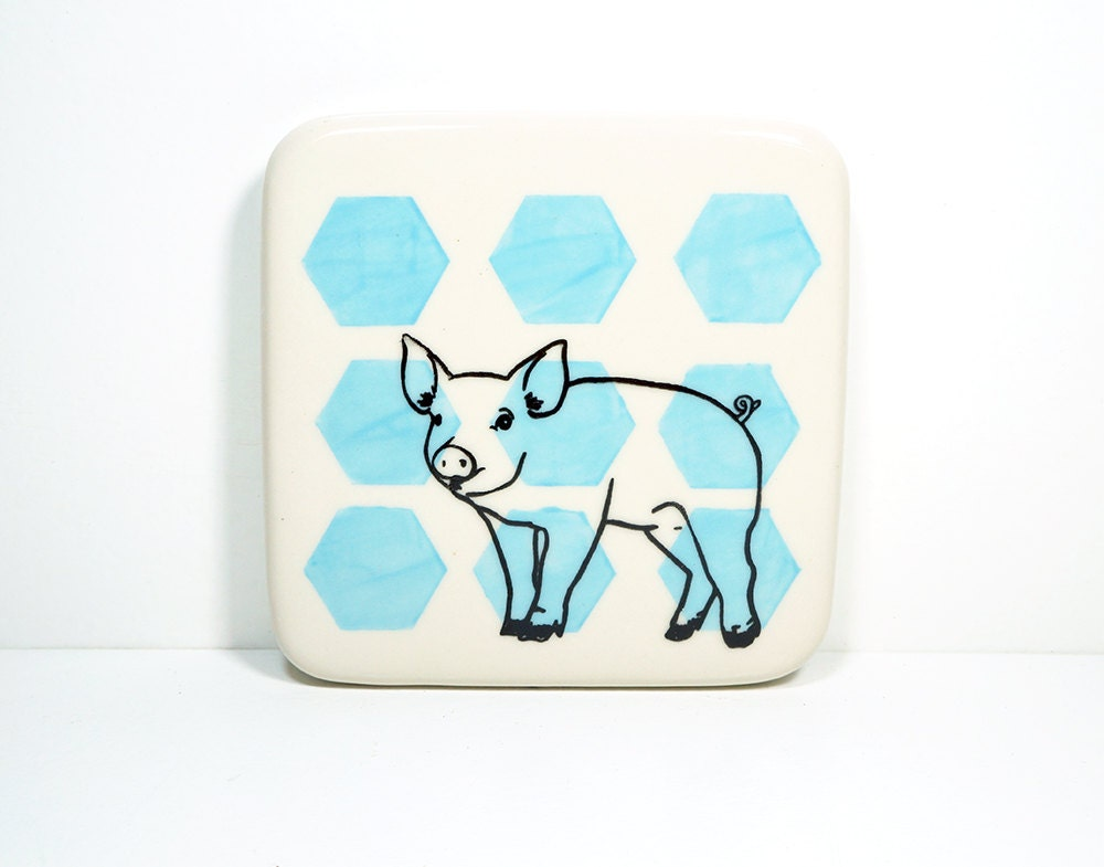 tile with a pig on sky blue hexagons, made to order / pick your colour