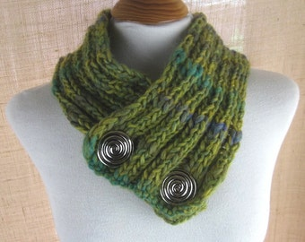 Leaf Green Chunky Knit Button Scarflette