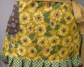 Aprons - Sunflower Aprons - Womens Half Aprons - Yellow Aprons - Annies Attic Aprons - Yellow Sunflower Aprons - Annies Attic Aprons