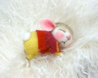 Needle Felted Animal Tutorial / Felting / Craft Supplies and Tools / Needle Felted Pattern / Needle Felting Mouse & Bunny / Wool Roving