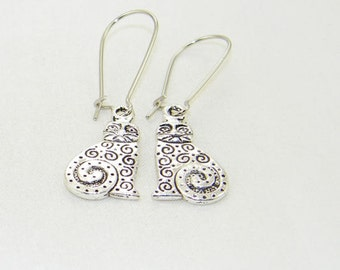 Antique silver swirl cat charm dangle earrings, Animal, Kitty earrings, Pet, Meeow, Bride, Mother's Day, Gift for her, Whimsical Jewelry