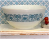 Vintage Turquoise and White Pyrex Mixing Bowl, Aqua Blue, Retro Kitchen Decor,  2 1/2 Quart