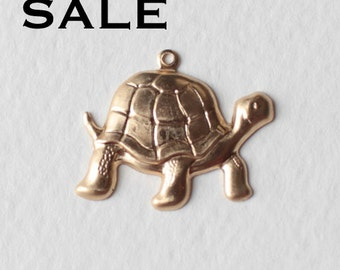Brass Turtle Charms - Right Facing (12X) (V373) SALE - 66% off
