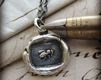 Honey Bee Wax Seal Necklace - Bee Necklace - Victorian Honey Bee Necklace - Vintage Honey Bee Wax Seal Necklace - E2355