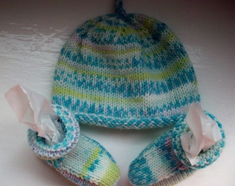 Vegan baby hat bootees boy girl knit blue green by Spinningstreak