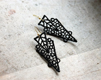 black lace earrings // ZAHRA  // geometric earrings / art deco earrings / gift for women / unique modern earrings / geometric earrings