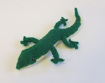 Mini Gecko Stuffed Animal, Handknit Lizard made of Green Wool