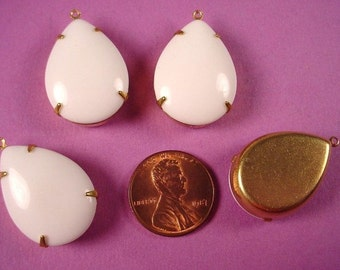 4 Vintage glass White pear 25x18 in brass prong setting 1 ring