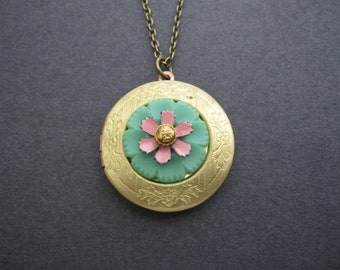 Vintage Button Locket, Woodland Locket, Pink Floral Necklace, Bohemian Flower, Sage Button, Green, Upcycled, Gifts for Her, Photo Locket