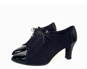 vintage 80's BLACK PATENT leather oxfords // smooth black taffeta // lace up dressy shoes // high heel oxford shoes // women's 8 B