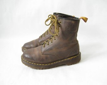Vintage Doc Marten Made in England 1460 Lace Up Combat Boots. Size  3UK // Size 5 US