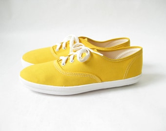 Vintage 70s Yellow Lace Up Canvas Sneakers. Size 7 1/2.