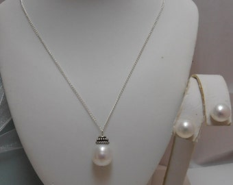 Amazing Beautiful Genuine Cultured Freshwater Pearl Necklace and Earrings Set