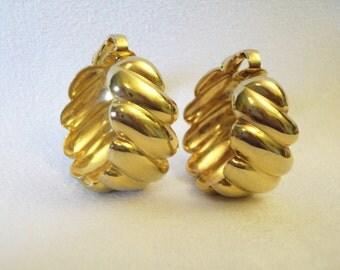 Vintage 80s Wide Shrimp Hoop Gold Plated Clip Earrings Elegant Classic