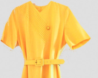 Summer vintage 70s canary yellow dress with pin tuck  details and decorative button. Made by Heury Lee. Size 10.