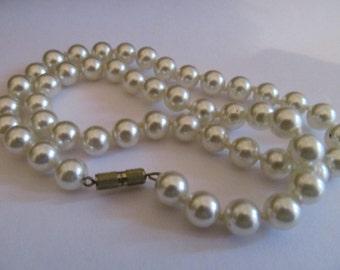 creamy pearl necklace