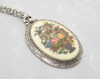 Flower Pendant Necklace Vintage Jewelry Coventry N6228