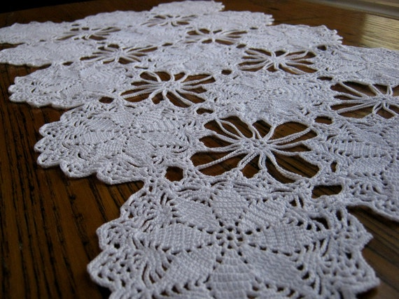 Crochet Patterns Lace Table Runners : Antique Crocheted Lace Antique Crocheted Table Runner