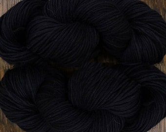 Pure wool yarn Iceland bulky weight,  black, 300 yard