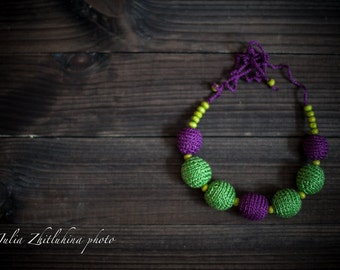 "Croched Necklace Wood Beads Knitted Girl Newborn Props ""Violet in green place"""