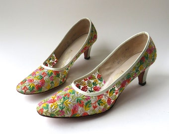 Mid Century vintage Cosmopolitans  Floral Embroidered Sheer Fabric Pumps