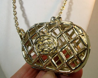 Gaudy Gold Purse Pendant On Gold Chain, 1960s Adorable TRASHY Fancy Gizmo