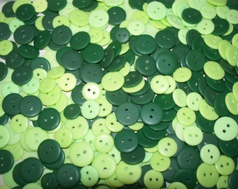 Bulk Lot, 1000 Small to Medium Green Buttons.  (Free US Shipping)