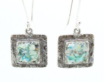 Square silver earrings with roman glass
