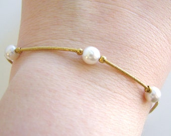 Vintage pretty gold and  creamy white pearl bracelet