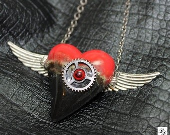 """Ooak steampunk artsy gothic rockabilly Necklace """"My Heart Got Wings"""" with  adjusable lenght settings - Free shipping"""