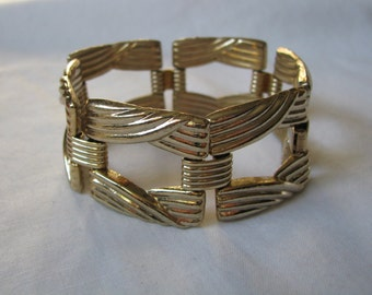 GAD A BOUT vintage bold gold tone link bracelet Sarah Coventry