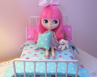 11 Piece Bed Linen Set for 1/6 Playscale Bed for Blythe, Pullip, Dal, Momoko, or Barbie Size Dolls     ... Reversible Rug Included