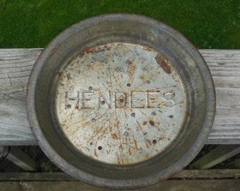 "Delightful vintage pie tin ""Hendees"""