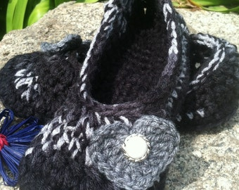 Women's Crochet Blk and White Slippers   Black and White Crochet Slippers   Hand Crochet Slippers   House Shoes   Crochet Booties   Slippers