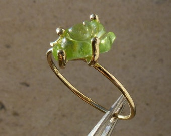 18 ct yellow gold ring with a green tourmalin, size 6 1/2