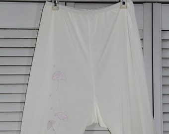 1960's Vintage Short Pantaloons - White Nylon Bloomers with UMBRELLAS -  Size Small