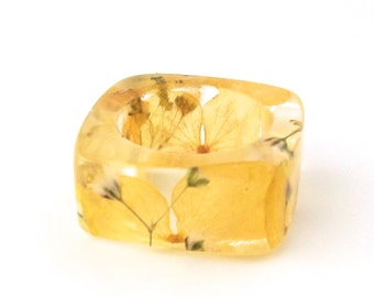 Yellow and White Resin Ring. Botanical Resin Band.  Square Band Ring. Queen Anne's Lace and Hydrangea