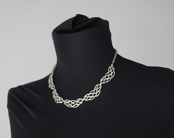 Vintage 1970s Silver Tone Necklace