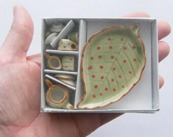 1 Green leaf porcelain tea set