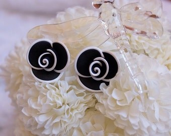 Black and white lining rose earring