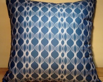 Wavy lines decorative pillow cover