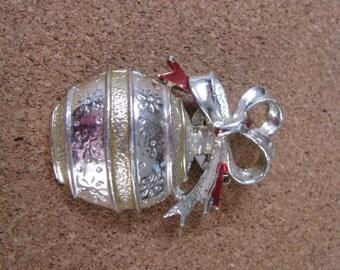 Embossed vintage Gerrys Christmas ornament pin brooch
